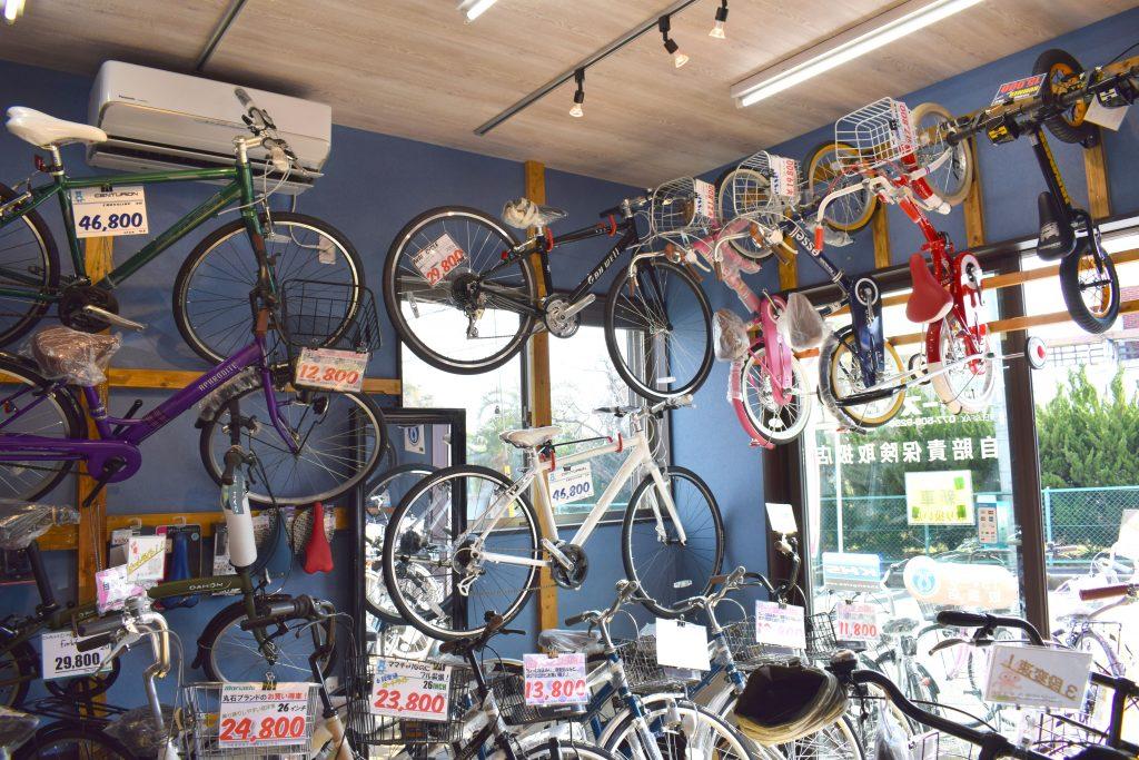 壁にかかった自転車