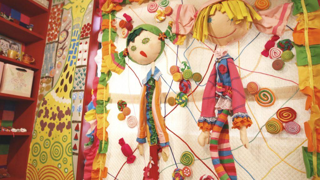 壁とお人形